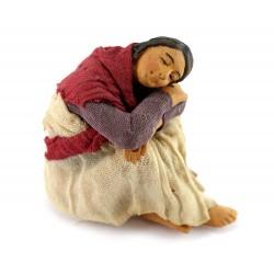 Donna che dorme seduta a terra in terracotta vestita 12 cm