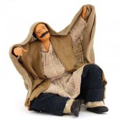 Uomo che si ripara dal sole terracotta vestita 12 cm