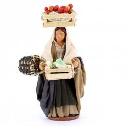 Donna con cassetta frutta e cestino terracotta vestita 12 cm