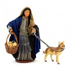 Donna con cane e cestino in terracotta vestita 12 cm