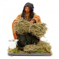Donna con falce in terracotta vestita 12 cm