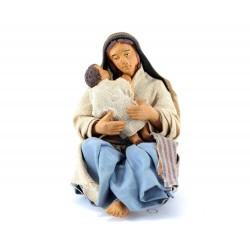 Donna con bimbo in braccio seduta in terracotta vestita 12 cm