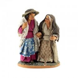 Donna con vecchietta per mano in terracotta vestita 10 cm