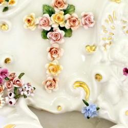 Acquasantiera con Angelo, Croce e fiori ceramica colorata 28 cm